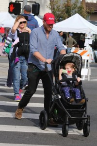Drew Barrymore and Will Kopelman at the farmer's market with daughters Olive & Frankie