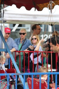 Drew Barrymore at the farmer's market with daughter Frankie