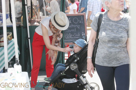 Elizabeth Banks seen shopping for produce at the farmers market