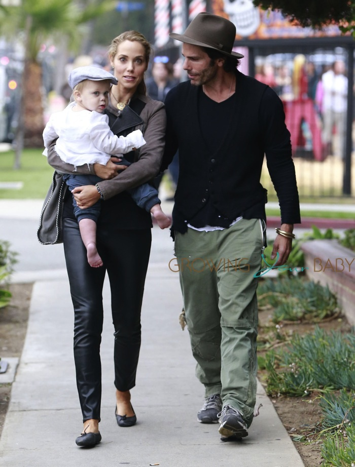 Elizabeth Berkley & husband Greg Lauren take their son Sky to the pumpkin patch
