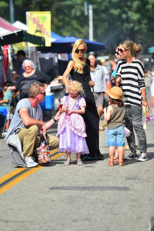 Eric Dane and Rebecca Gayheart meet up with Rachel Zoe at the market
