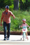 Eric Dane helps his daughter Billie ride her bike