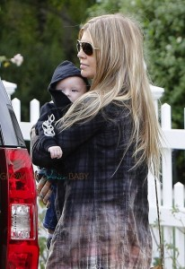 Fergie leaves Oliver Hudson's home with son AXL