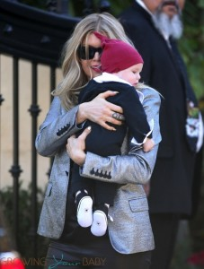 Fergie visiting her parents house with son AXL