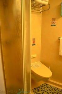 Freedom of the Seas - bathroom
