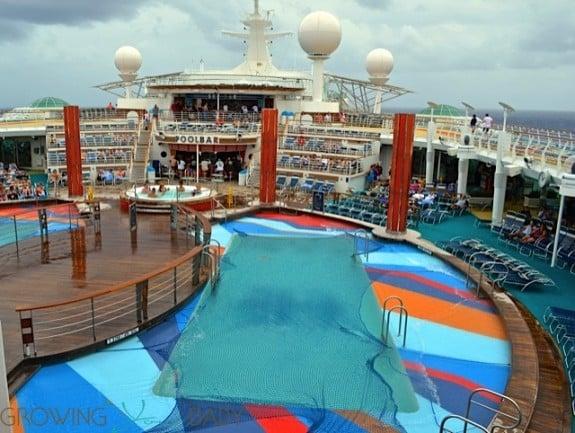 Freedom of the Seas - main pool