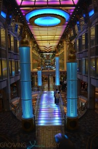 Freedom of the Seas - promenade