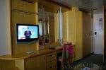 Freedom of the Seas - standard balcony cabin desk area