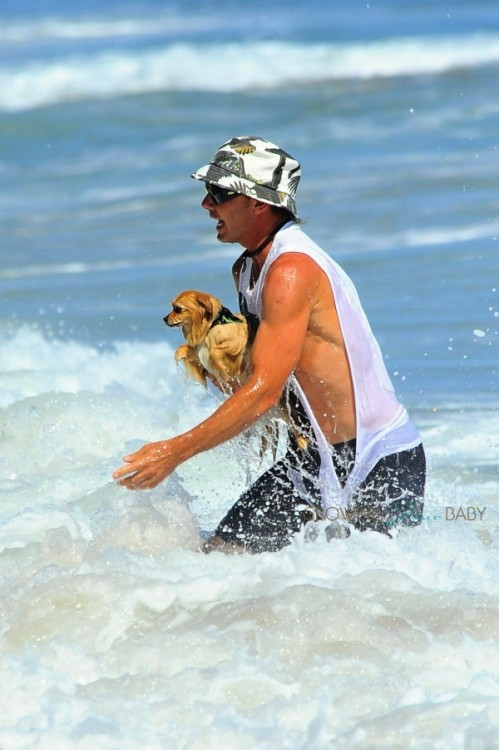 Gavin Rossdale Rescue's his puppy from the surf
