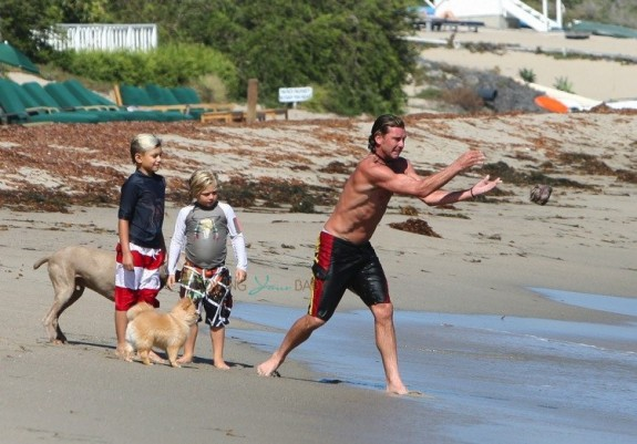 Gavin Rossdale with sons Kingston and Zuma at the beach