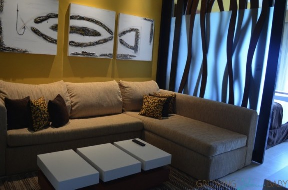 Generations Riviera Maya - oceanfront suite living room pull out couch