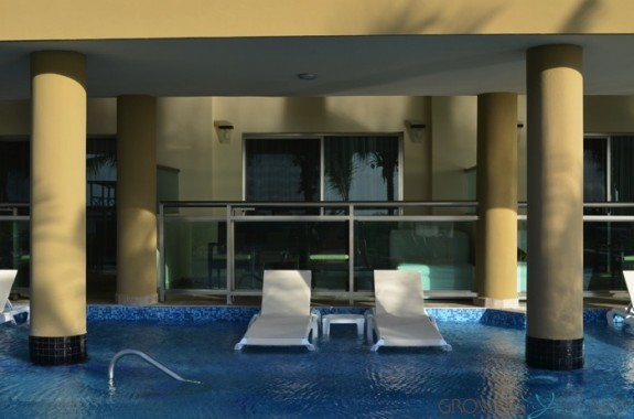 Generations Riviera Maya - oceanfront suite swim up pool