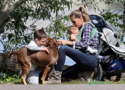 Gisele Bundchen, Tom Brady, family and dog all steal kisses in the park