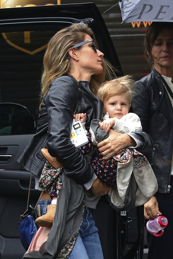 Gisele Bundchen Amp Daughter Vivian Brady At Chanel
