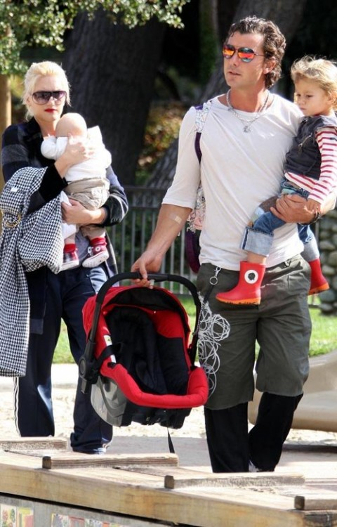 Gwen Stefani and Gavin Rossdale at Coldwater Canyon Park with Kingston and Zuma