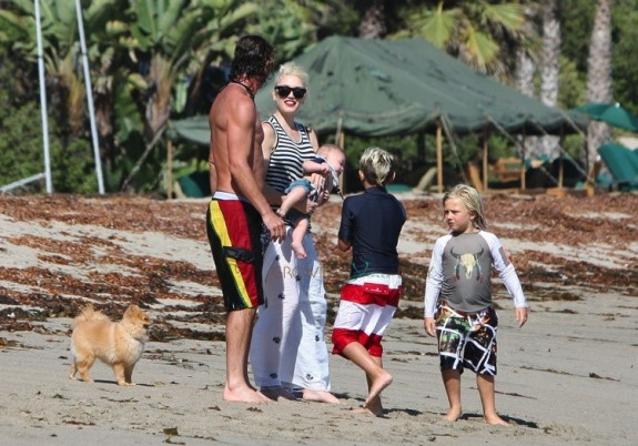Gwen Stefani and Gavin Rossdale with sons Kingston and Zuma at the beach