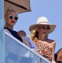 Gwen Stefani & Her Family Visit Rachel's Zoe's For A Beach Play Date