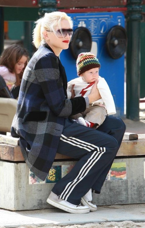 Gwen Stefani at Coldwater Canyon Park with son Zuma
