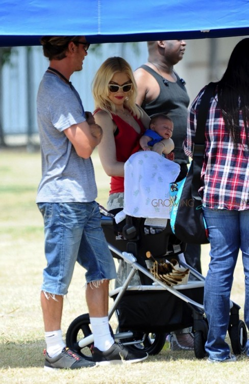 Gwen Stefani at soccer practice in LA with her son Apollo