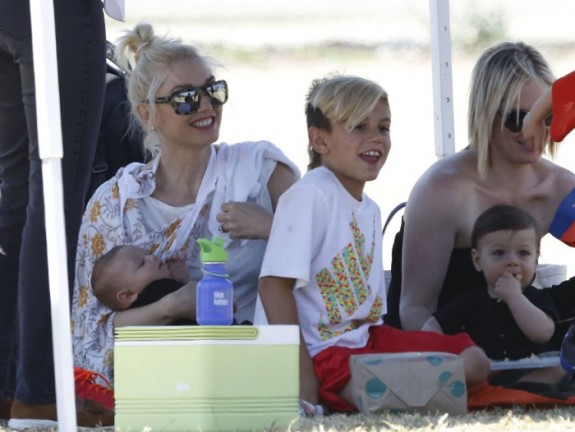 Gwen Stefani with her boys Kingston and Apollo at Zuma's game