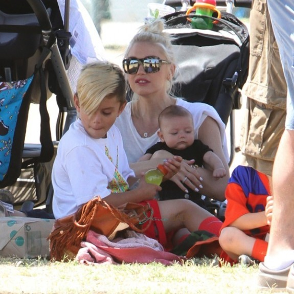 Gwen Stefani with sons Kingston & Apollo at Zuma'a soccer practice