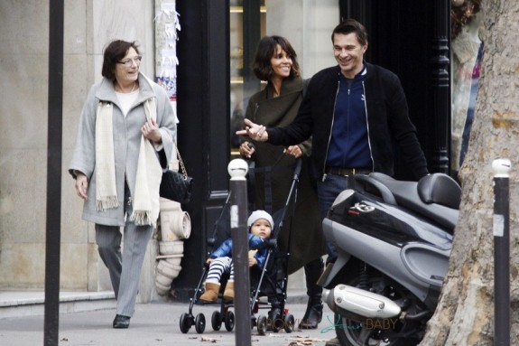 Halle Berry and Olivier Martinez take Maceo for a stroll in Paris