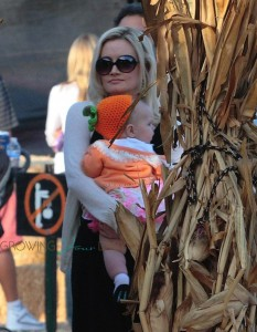 Holly Madison with her daughter Rainbow @ Mr