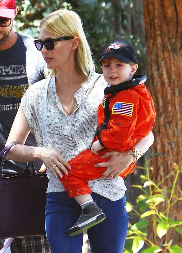 January Jones Out With Son Xander Growing Your Baby