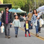 Jason Bateman at the market with wife Amanda & kids Francesca and Maple