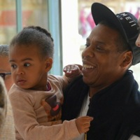 Jay Z & Beyonce Ride The Rails With Their Baby Girl!