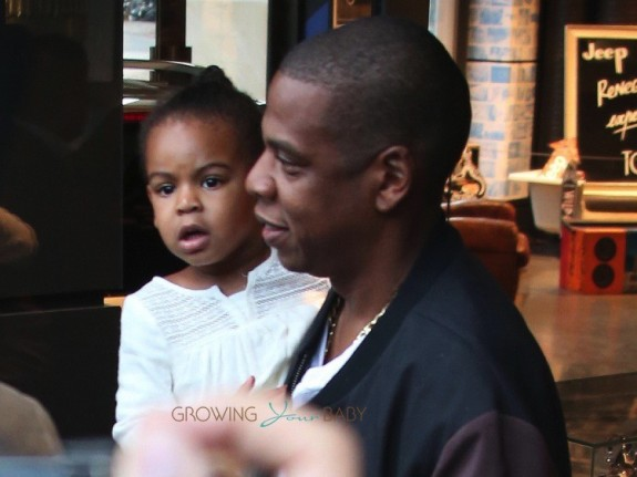 JayZ & daughter Blue Ivy lunch in Paris