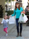 Jennifer Garner takes her kids to the market