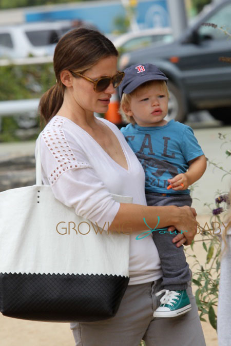 Jennifer Garner Takes Her Kids on a Family Trip To The Museum