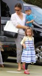 Jennifer Garner and kids at museum