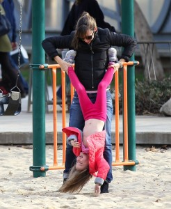 Jennifer Garner at the park with daughter Seraphina