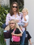 Jennifer Garner Goes Shopping With Ker Kids