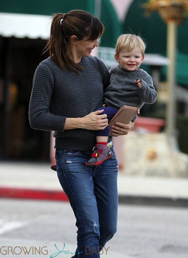 Jennifer Garner out with son Samuel - Growing Your Baby ...