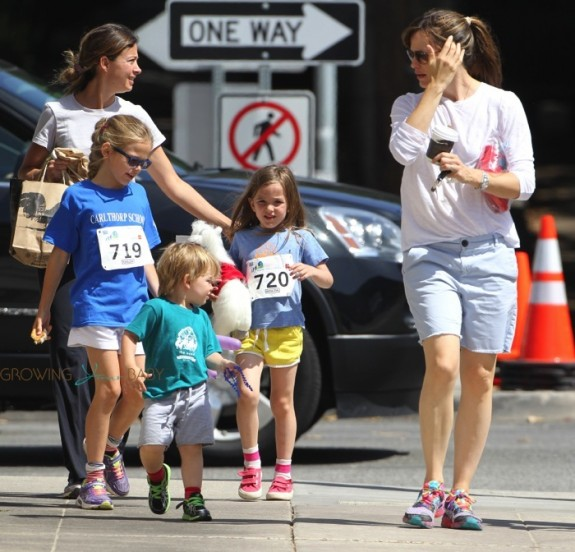 "Jennifer Garner with kids Samuel, Seraphina and Violet Affleck at the 2nd annual ""Home Run For Kids"" race"