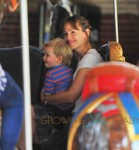 Jennifer Garner takes her kids to Central Park in NYC