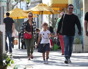 Jessica Alba and Cash Warren have lunch with their daughters Honor and Haven
