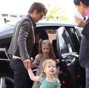 Keith Urban & His Girls Take Flight!