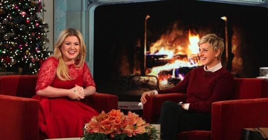 Kelly Clarkson talks about pregnancy with Ellen Degeneres