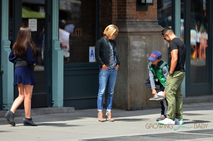 Ripa enjoys brunch with her family kelly ripa and mark consuelos out