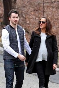 Kevin & a pregnant Danielle Jonas stroll in New Jersey