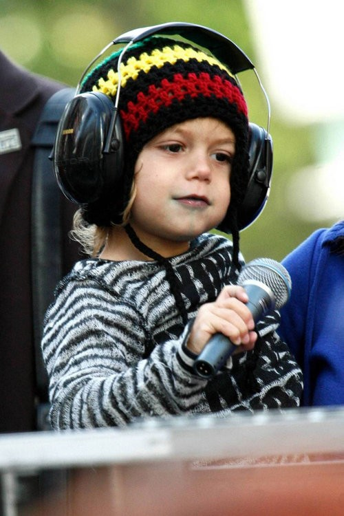 Kingston Rossdale rocks the mic