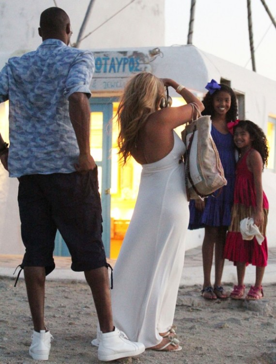 Kobe Bryant and wife Vanessa take pictures of their  daughters Natalia and Gianna in Greece