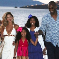 Kobe & Vanessa Bryant Tour Greece With Their Girls!