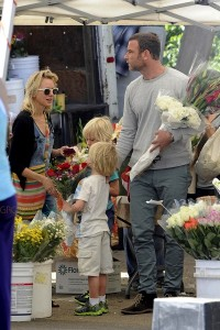 Liev Schreiber and Naomi Watts at the farmer's market with sons Sasha and Sammy