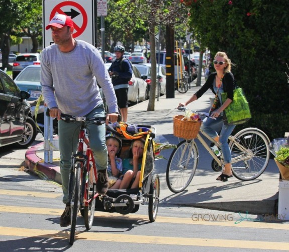 Liev Schreiber and Naomi Watts bike riding with sons Sasha and Sammy