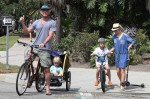 Liev Schrieber & Noami Watts at the Brentwood Market with their kids